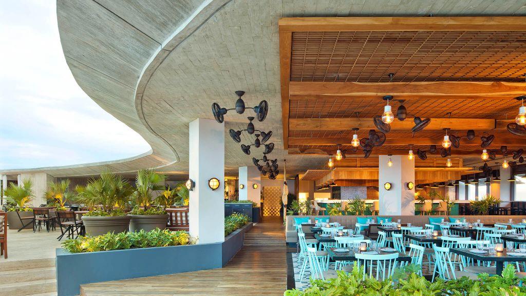 indoor outdoor restaurant