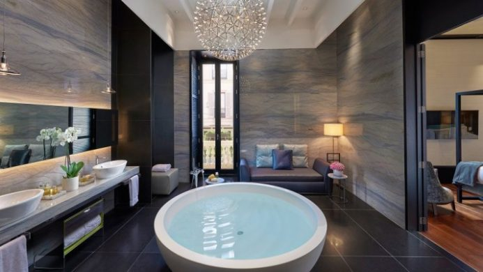 9 Extraordinary Soaker Tubs