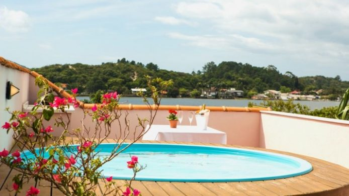 Hotel Boutique Quinta das Videiras terrace with hot tub