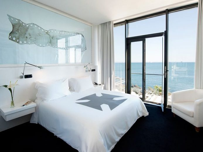 Farol Farol Design Hotel Guest Room with Water View