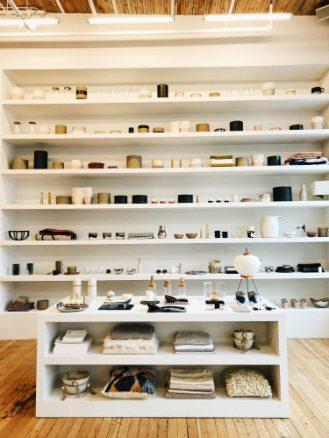 Totokaelo shelf with decor