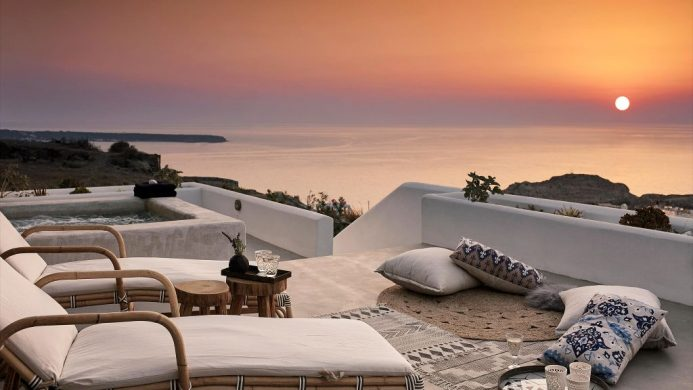 Santo Maris Oia Luxury Suites & Spa suite at sunset