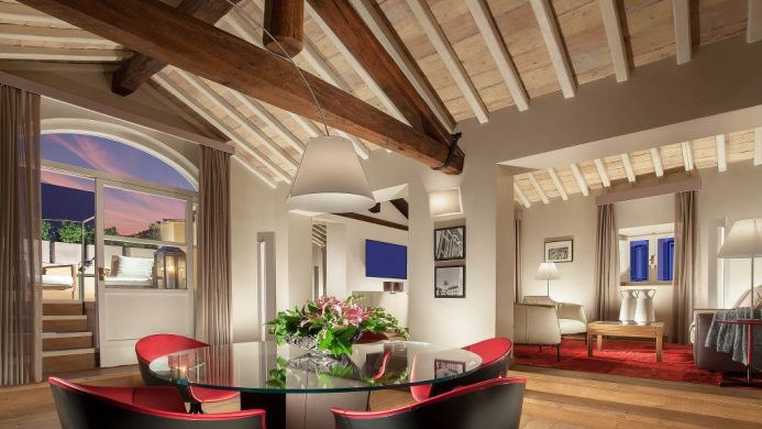 Living room at the Palazzo Scanderbeg featuring sleek modern furniture under a wooden vaulted ceiling