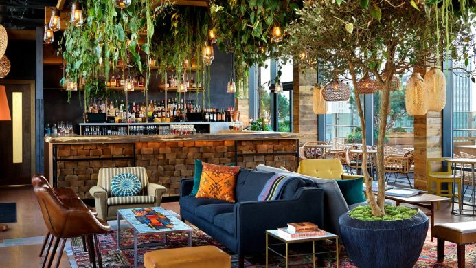 Best Bars to Sip at During Fashion Week