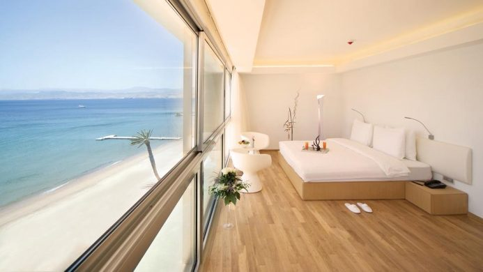 Room with sea view at the Kempinski Hotel Aqaba Red Sea
