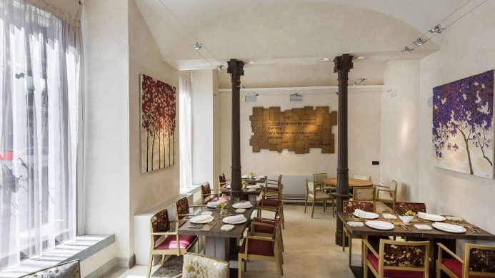 Cozy restaurant with white walls and large windows at NH Collection Madrid Palacio de Tepa