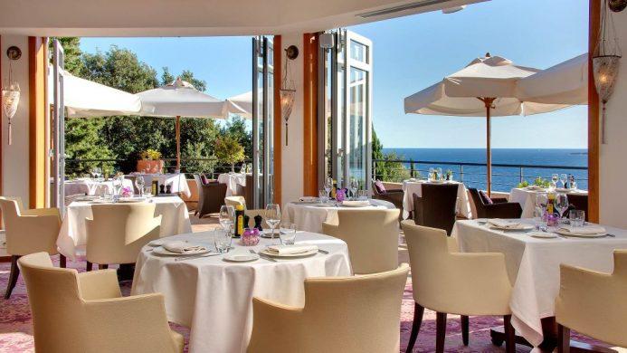 Restaurant L'Or Blue at Tiara Yaktsa Côte d'Azur overlooking bay views